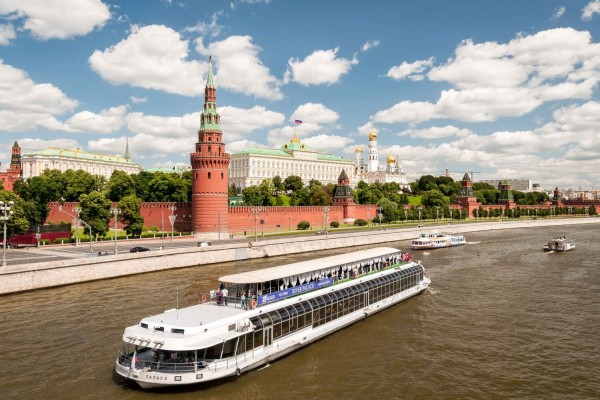 Cruise Tour with a guide on the Moscow (Moskva) River
